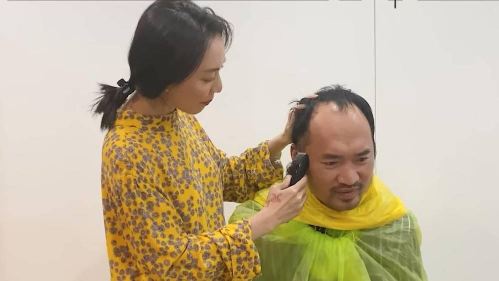 Sao Việt cắt tóc cho chồng mùa dịch: Những cái kết hú hồn-1