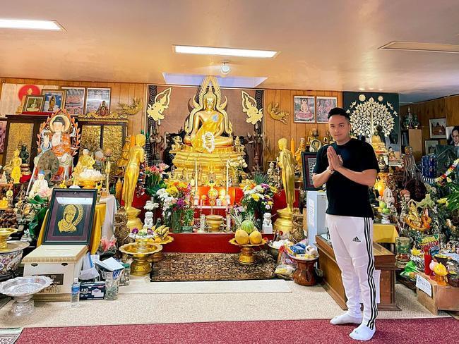 Loạt sao Việt bị chỉ trích vì tạo dáng phản cảm chốn linh thiêng-1