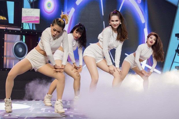 Ngọc Trinh nhảy hit BLACKPINK khoe 3 vòng, bị netizen dập tơi tả-2