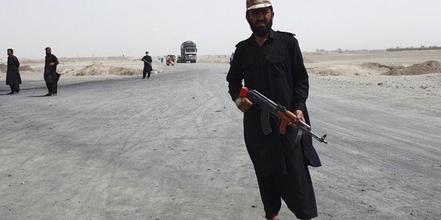Afghanistan đang thép đáp trả, tố Taliban 'nói dối', sát hại hơn 100 dân thường. (Nguồn: AP)