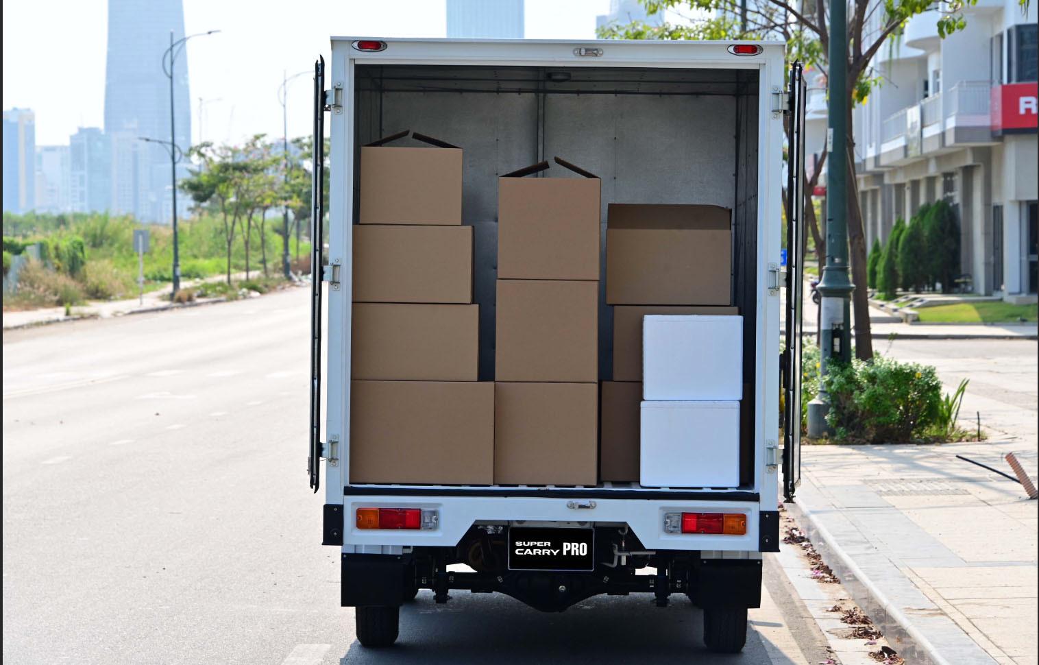 Kích thước thùng kín dài, rộng và cao lần lượt 2.680 x 1.660 x 1.700 (mm) giúp chuyên chở đa dạng hàng hóa với tải trọng lớn.