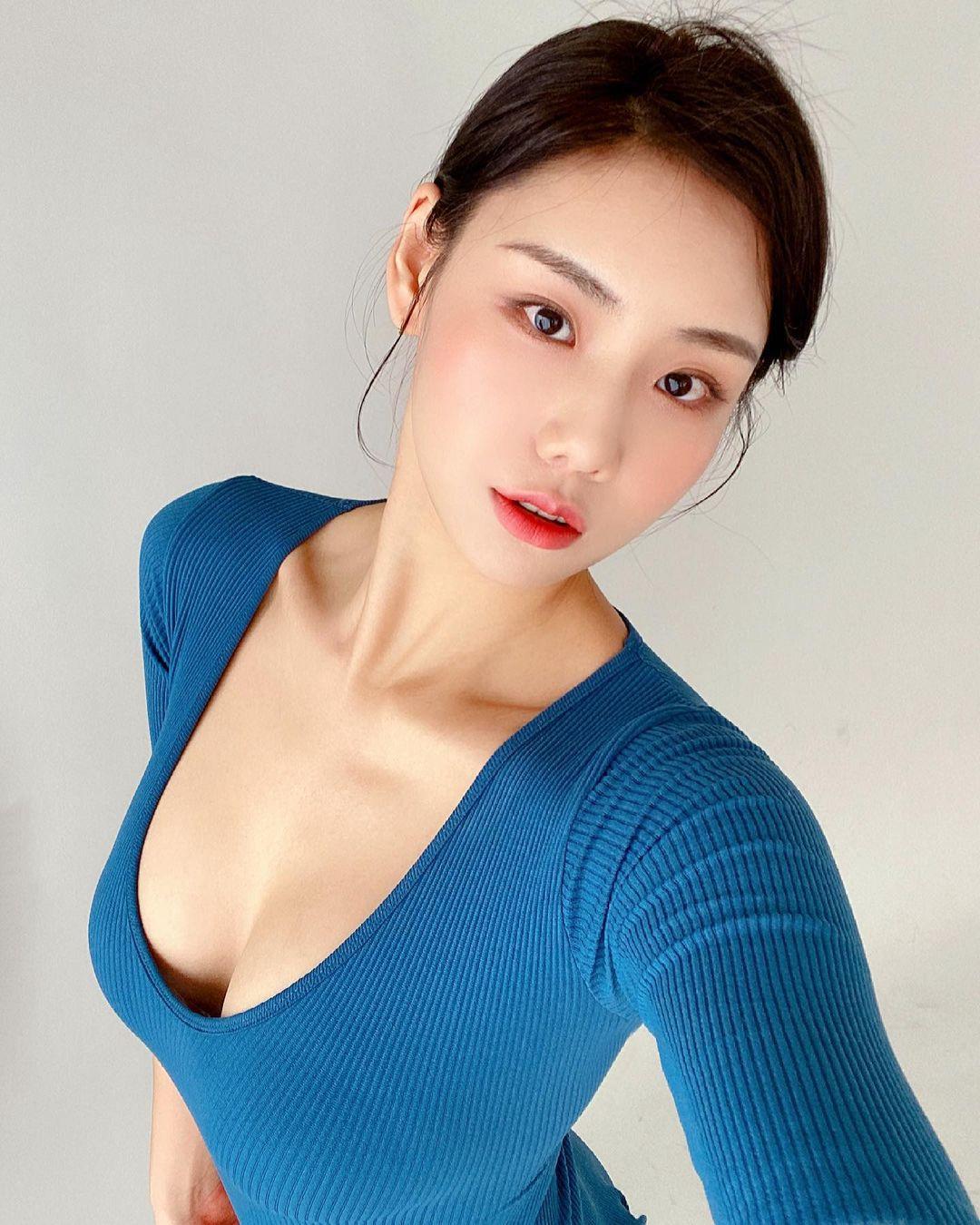 Các thiếu nữ xứ Hàn khéo hút ánh nhìn nơi công cộng nhờ nguyên tắc chỉ mặc hở 1 điểm - 6