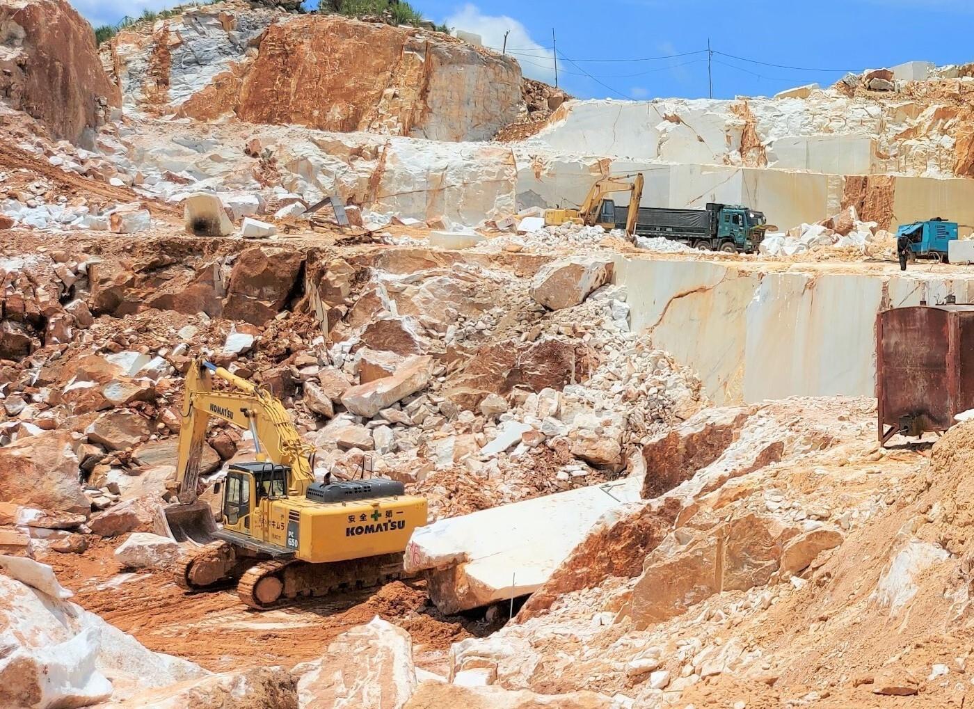 Khai thác khoáng sản trái phép quy mô lớn: Huyện Quỳ Hợp nói gì?  - 1