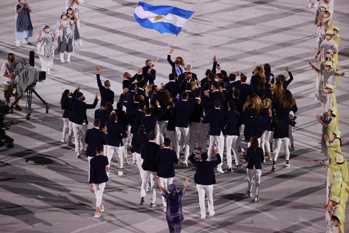Vũ điệu Tango sôi động được tạo nên bởi các VĐV thuộc đoàn thể thao Argentina. (Ảnh: Reuters).