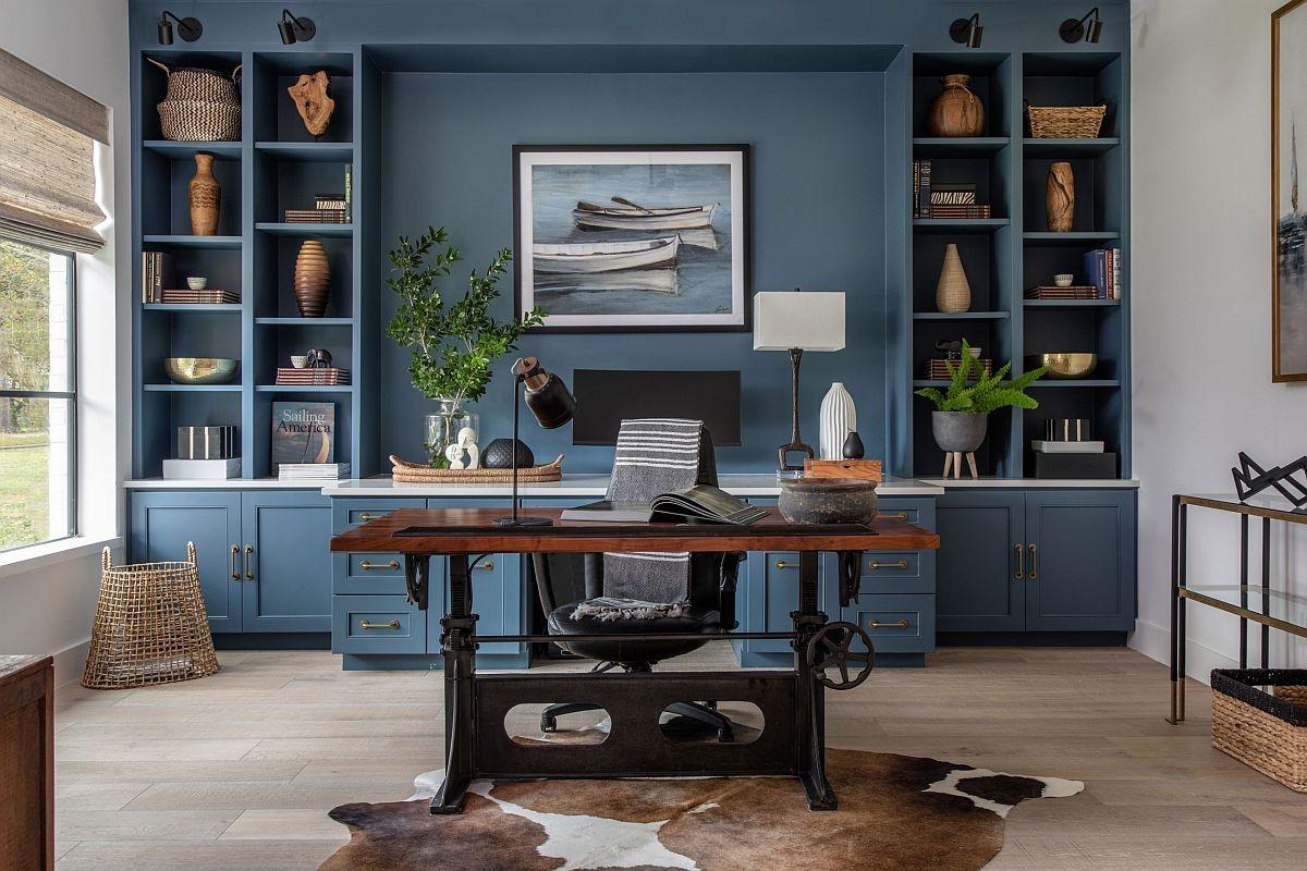 Phông nền sang trọng màu xanh đậm đã góp phần nên một không gian làm việc đầy ấn tượng.