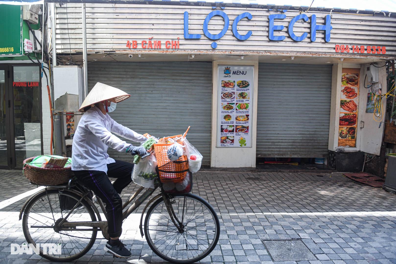 Cảnh cửa đóng then cài, đìu hiu ở phố ẩm thực không ngủ Hà Nội - 8