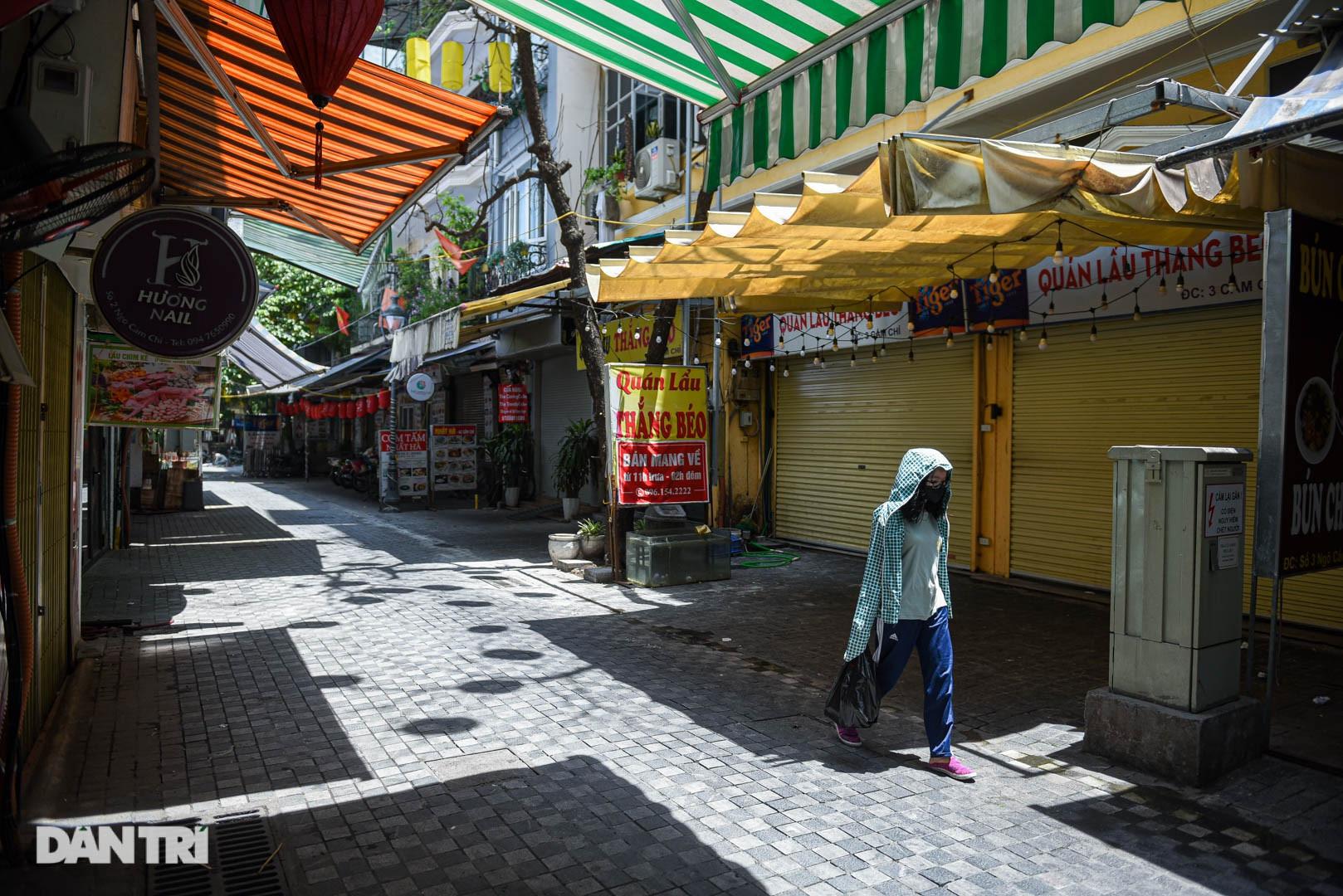 Cảnh cửa đóng then cài, đìu hiu ở phố ẩm thực không ngủ Hà Nội - 9