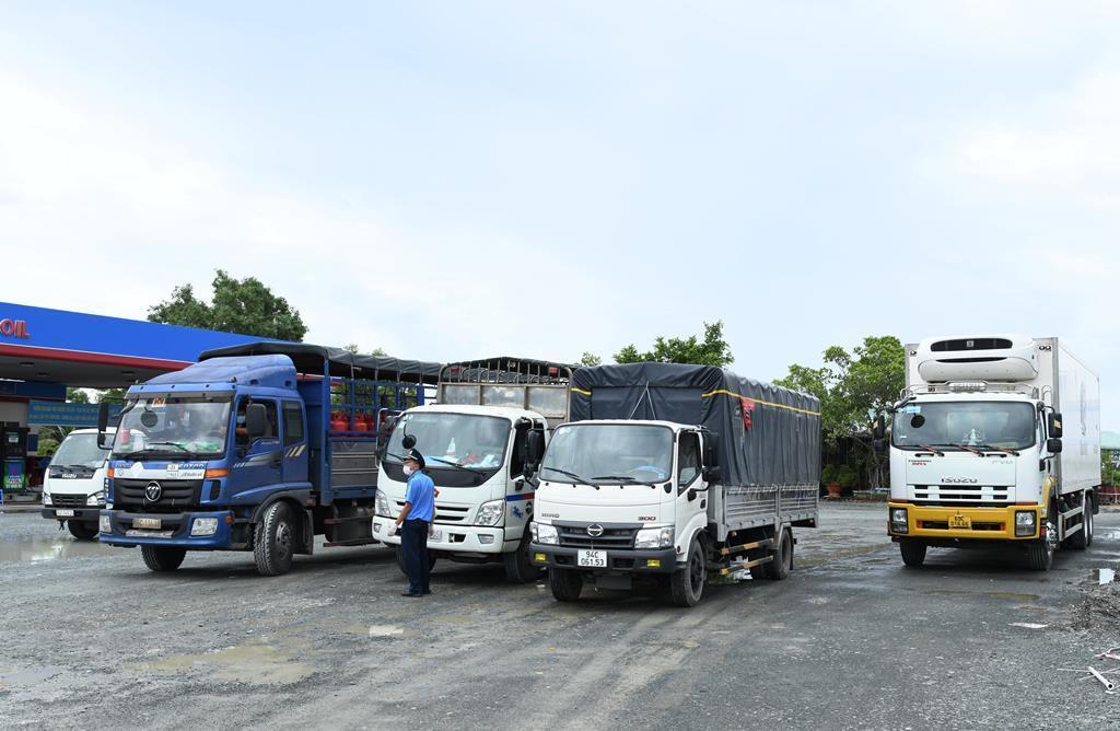 Cà Mau cấp thẻ nhận diện cho ô tô vận tải hoạt động trên các 'luồng xanh'