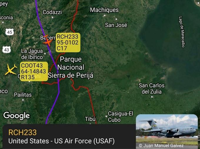 Venezuela tố máy bay quân sự Mỹ xâm phạm không phận, cảnh báo sẽ 'phản ứng mạnh mẽ'. Đường bay của chiếc C-17 và RC-135 Mỹ tối 22/7. (Nguồn: ADB-S Exchange)