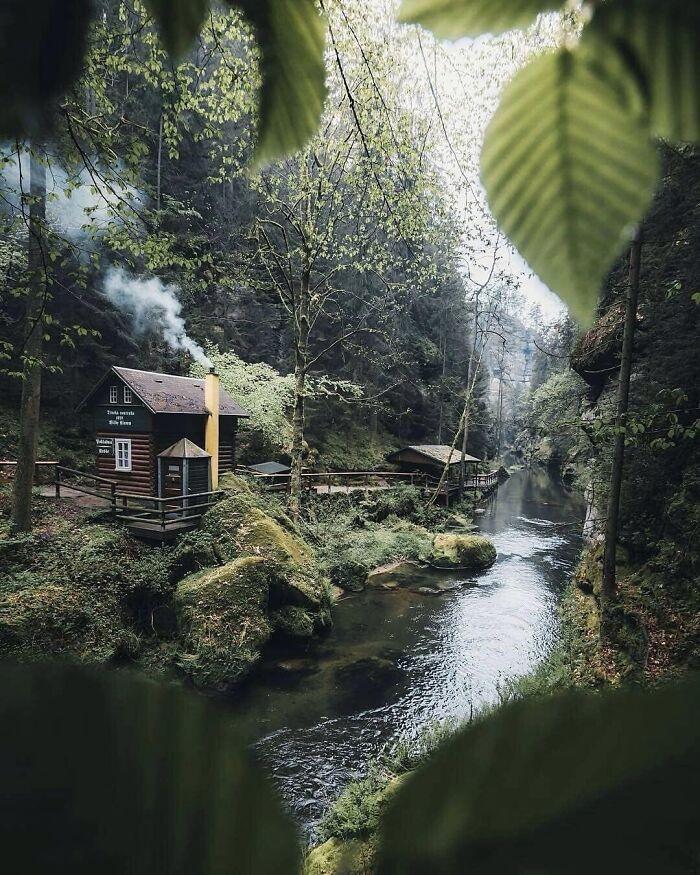 Mê mẩn những căn nhà gỗ nhỏ xinh ẩn mình giữa thiên nhiên - 7