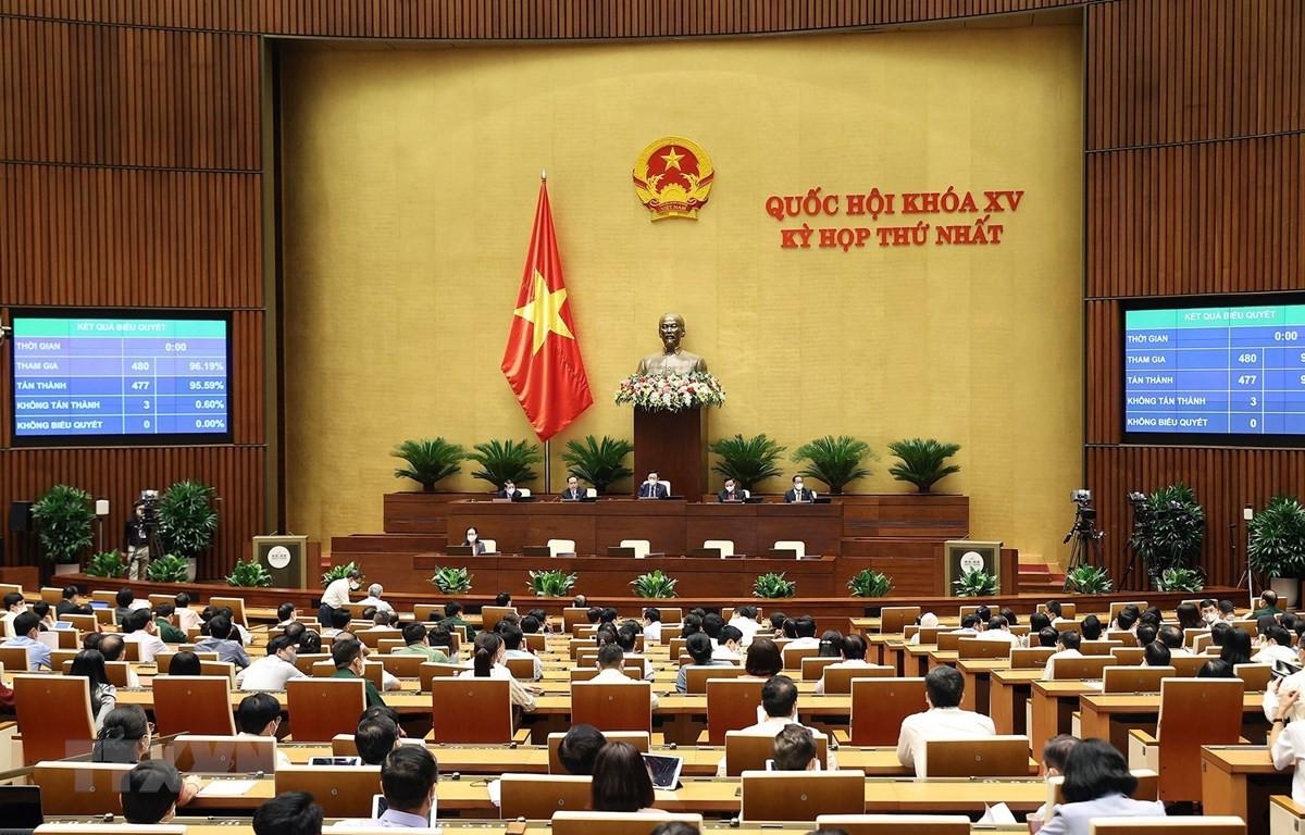 95,59% tổng số đại biểu Quốc hội biểu quyết thông qua việc điều chỉnh chương trình kỳ họp thứ nhất Quốc hội khoá XV. (Ảnh: Dương Giang/TTXVN)