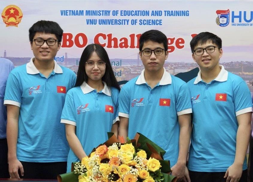 Cả 4 thí sinh Việt Nam thi Olympic quốc tế môn Sinh học giành huy chương  - 1