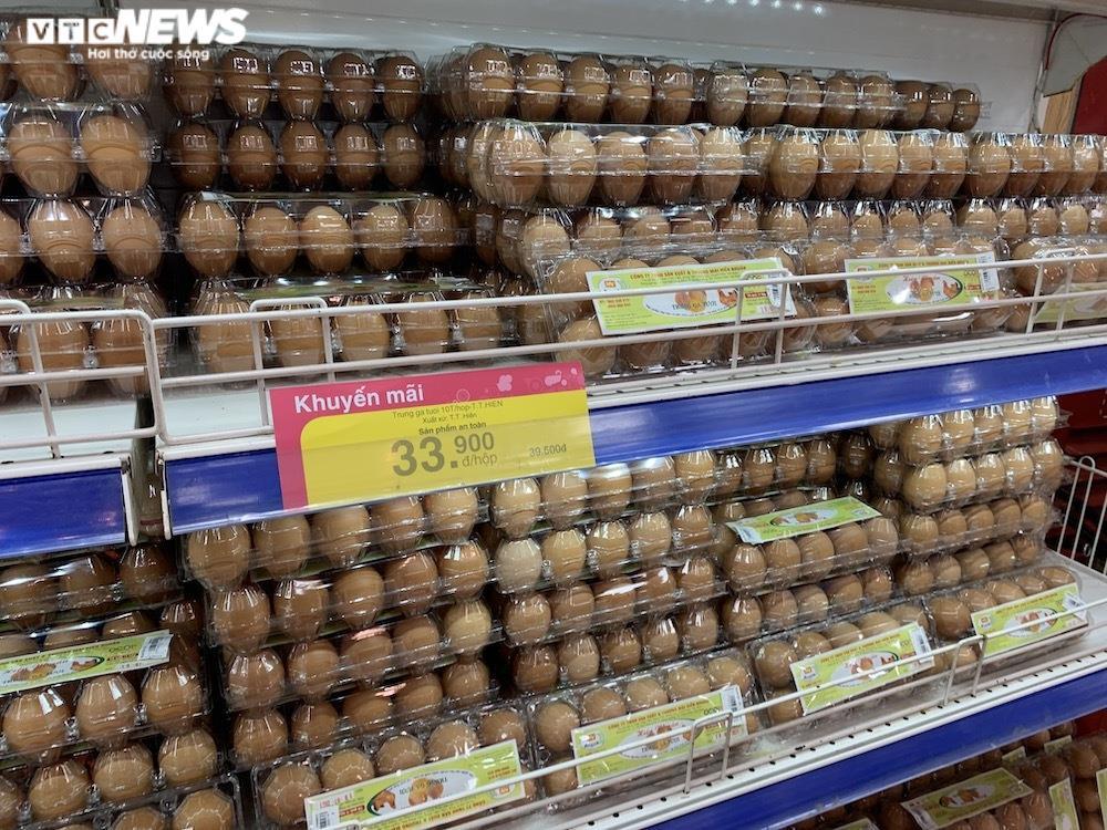 Trứng gà giá tăng cao vẫn đắt khách ở chợ Hà Nội - 2