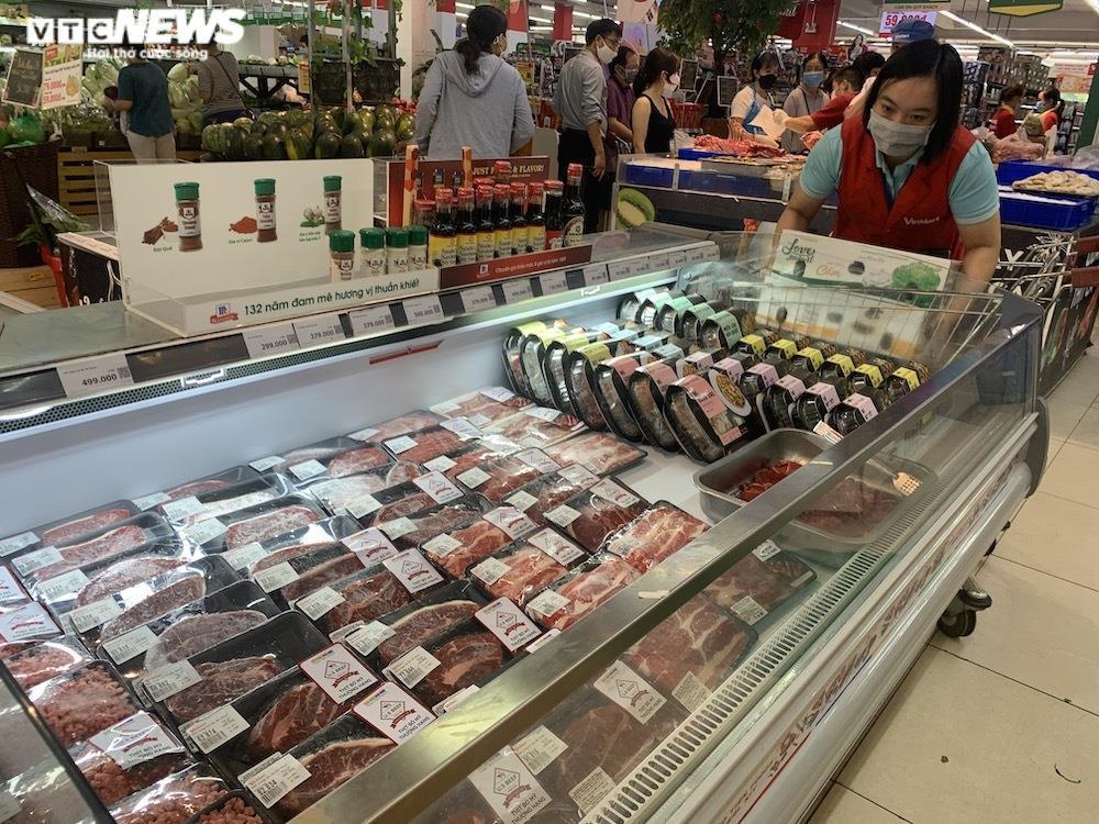 Ảnh: Rau xanh, thịt cá... đầy ắp siêu thị Hà Nội trong ngày đầu giãn cách xã hội - 5