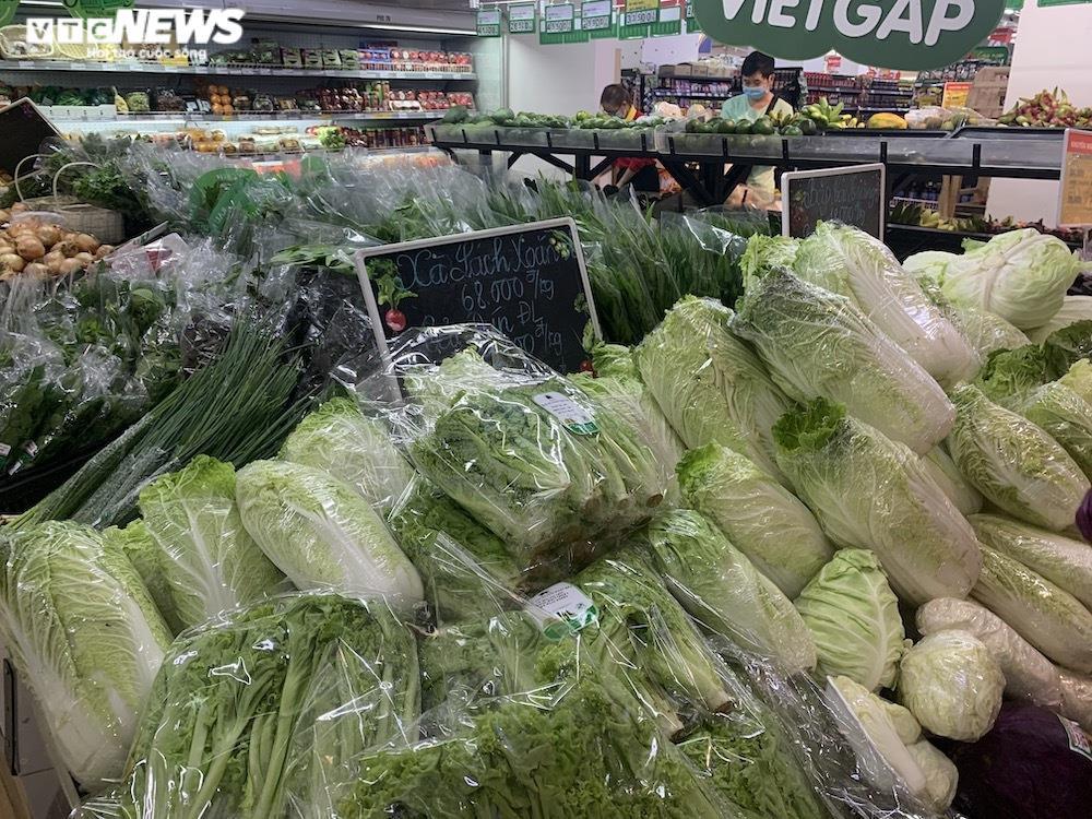 Ảnh: Rau xanh, thịt cá... đầy ắp siêu thị Hà Nội trong ngày đầu giãn cách xã hội - 9