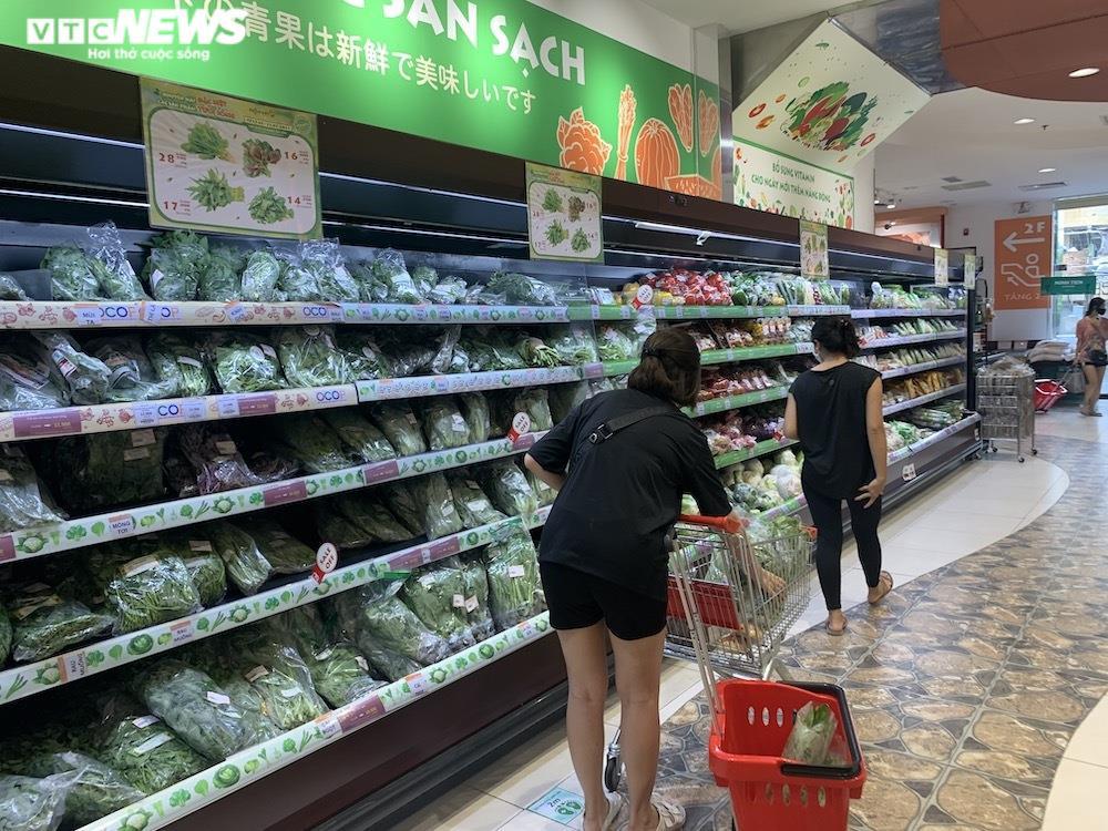 Ảnh: Rau xanh, thịt cá... đầy ắp siêu thị Hà Nội trong ngày đầu giãn cách xã hội - 13