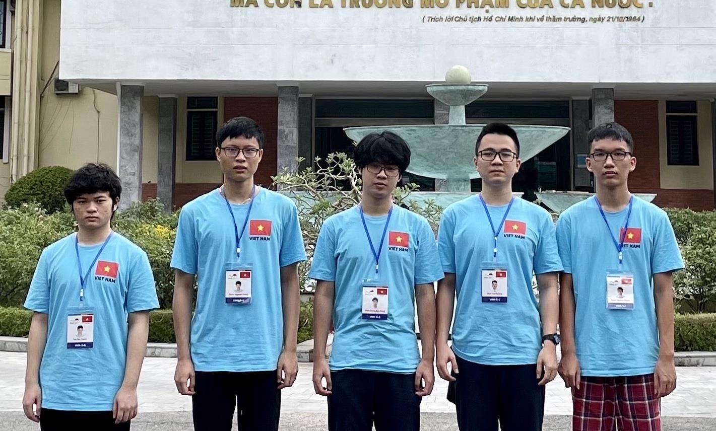 Ba thí sinh giành huy chương Vàng Olympic Vật lý quốc tế 2021 - 1