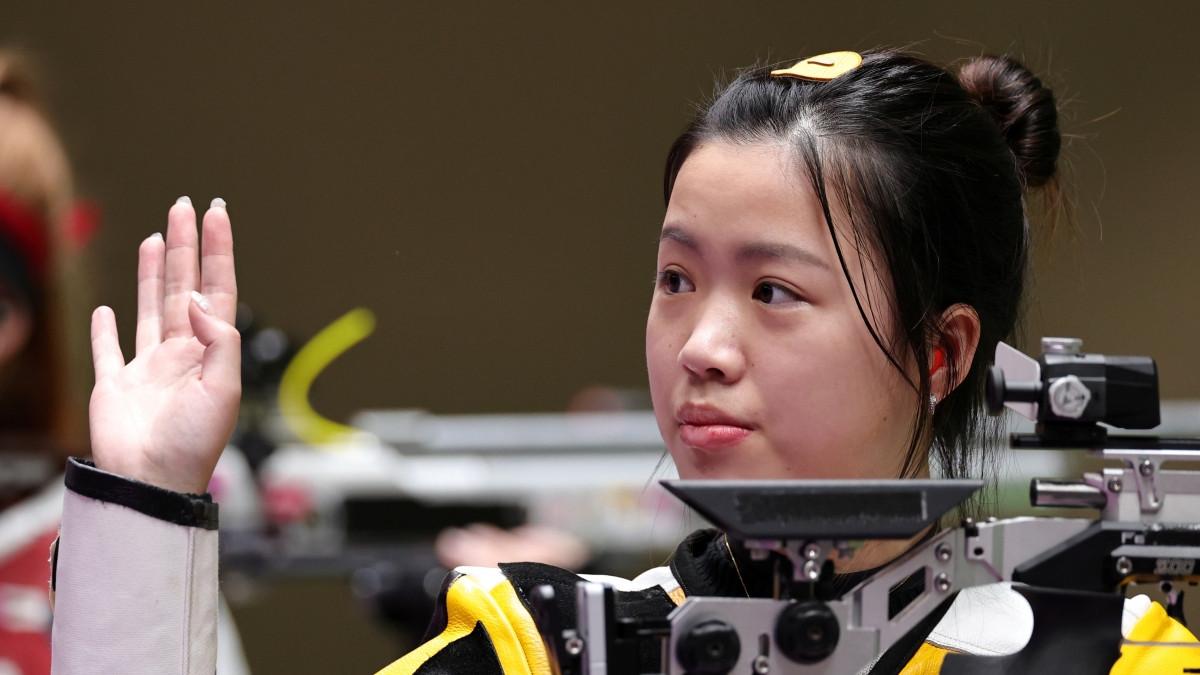 Yang Qian giành HCV đầu tiên của Olympic Tokyo 2020. (Ảnh: Reuters).