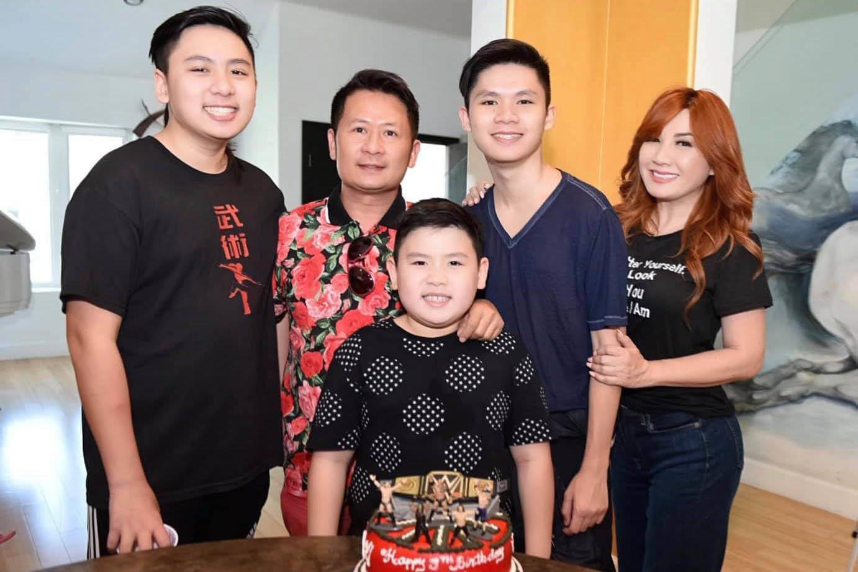 'Bà mẹ 3 con' Trizzie Phương Trinh tuổi 55 vẫn vô cùng gợi cảm