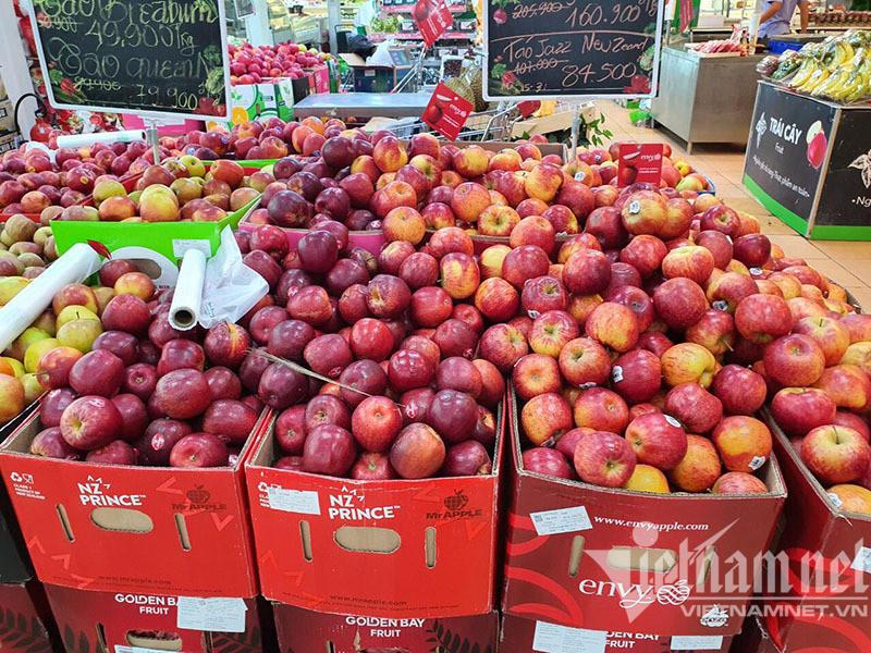 Hà Nội sáng nay: Hàng đầy ắp chợ, dân tranh thủ mua 1 dùng 3