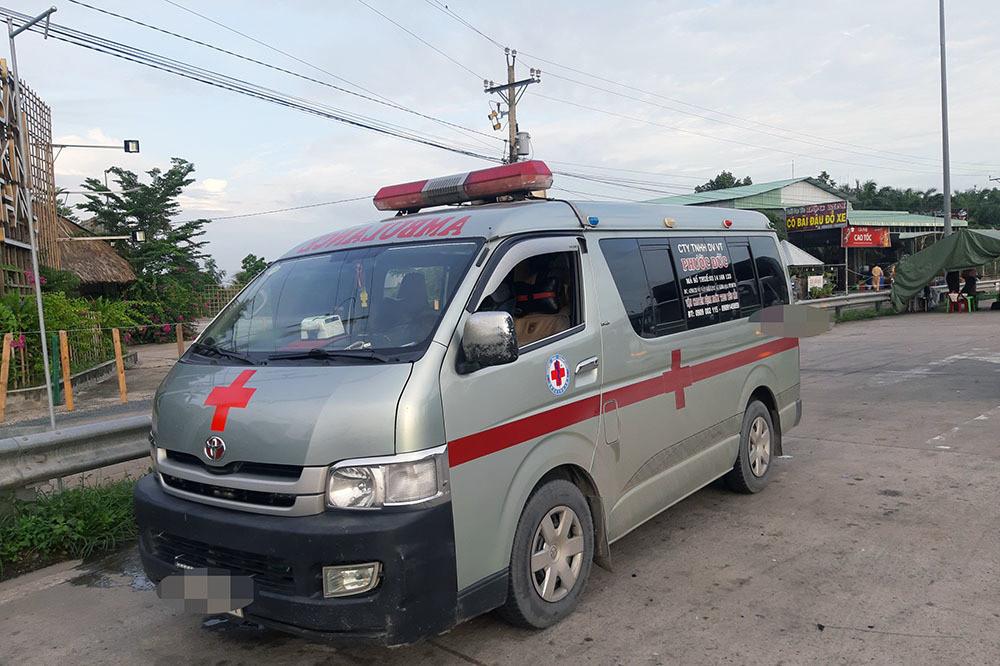 Dùng xe cứu thương chở người không phải bệnh nhân 'né' chốt kiểm dịch