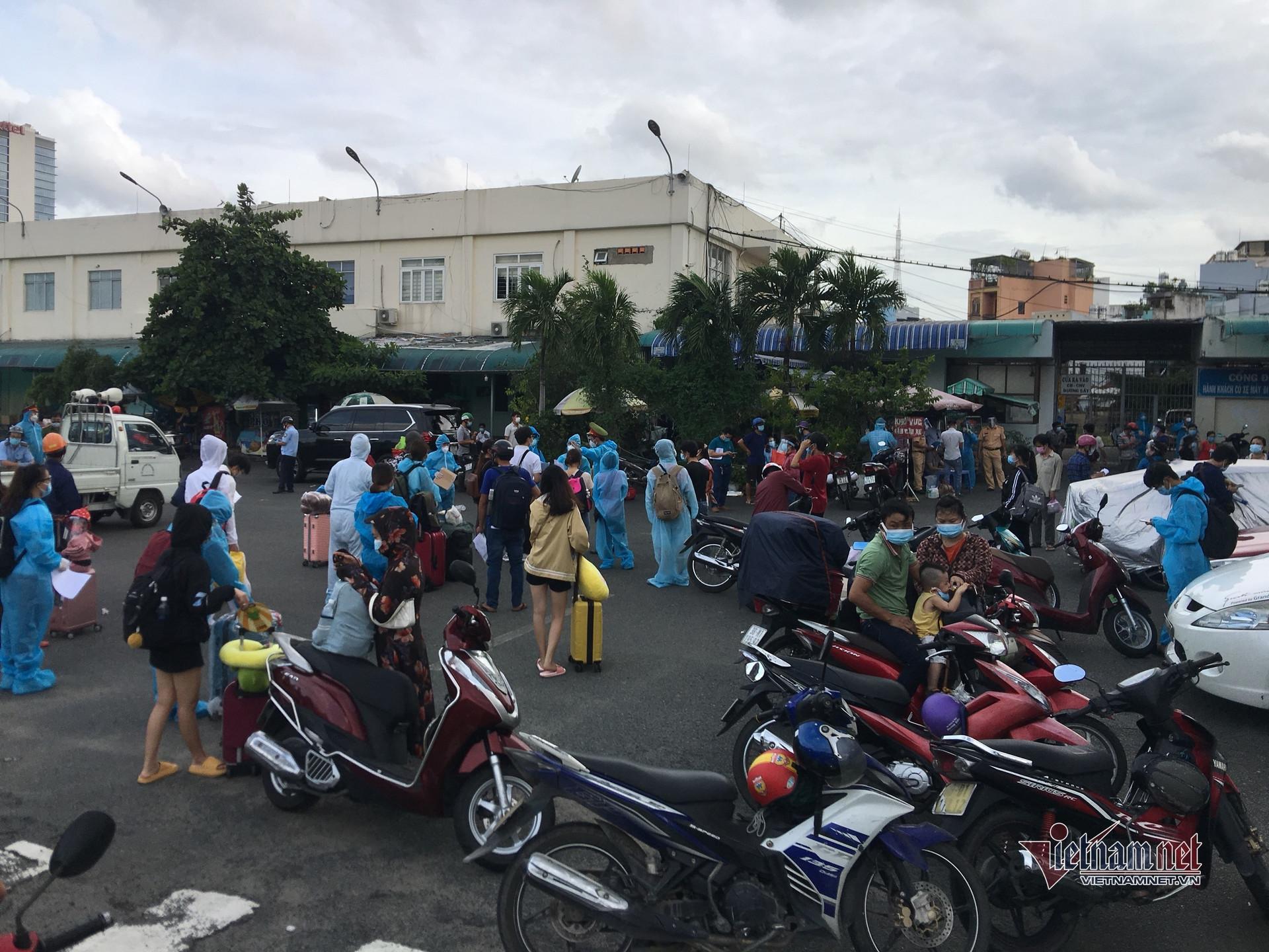 Ga Sài Gòn bắt đầu chạy tàu đưa người dân rời TP.HCM về quê
