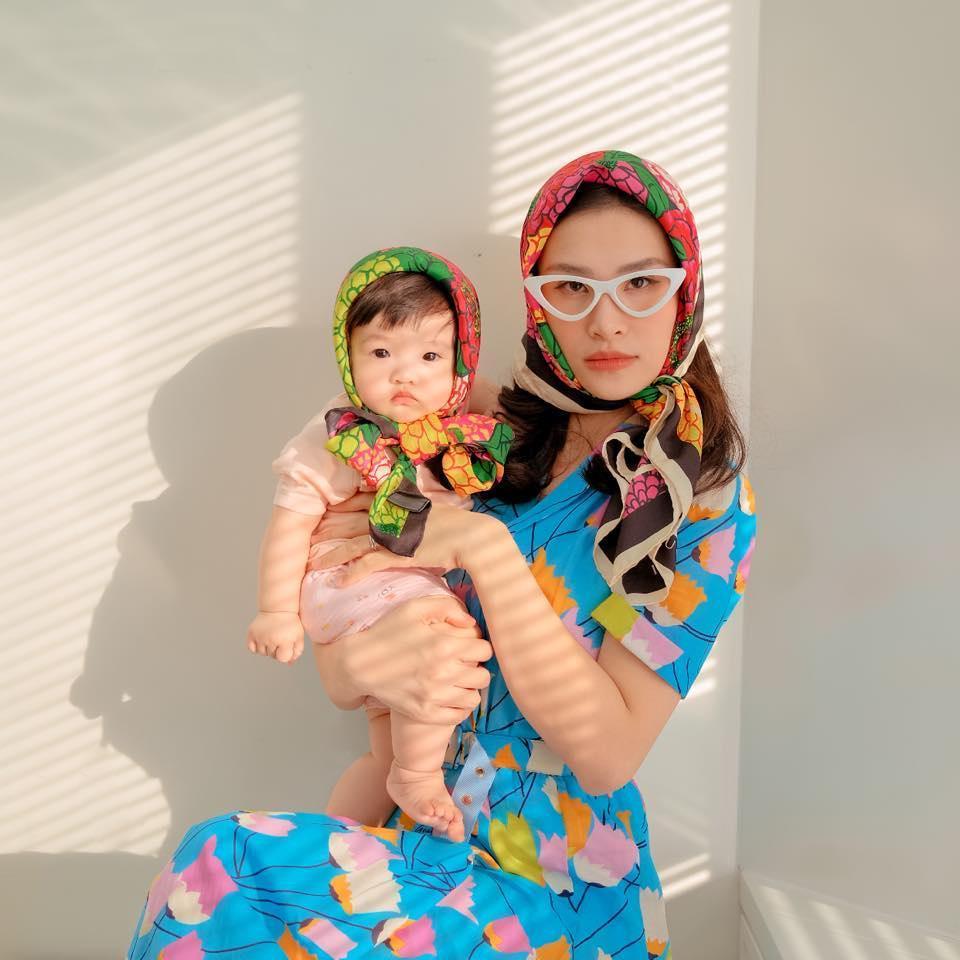 Con gái Đông Nhi bên bà nội quyền lực, ngoại hình được so sánh-6