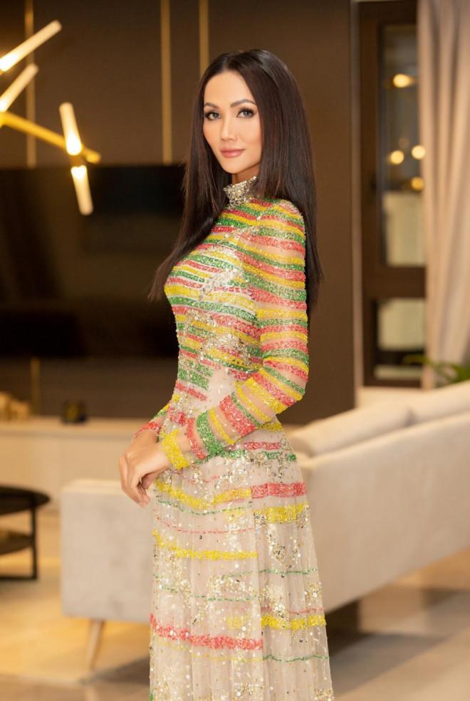 Lâu lắm Hoa hậu H'Hen Niê mới mặc áo dài đẹp thế này, nhưng tại sao vẫn bị trừ điểm? - 1