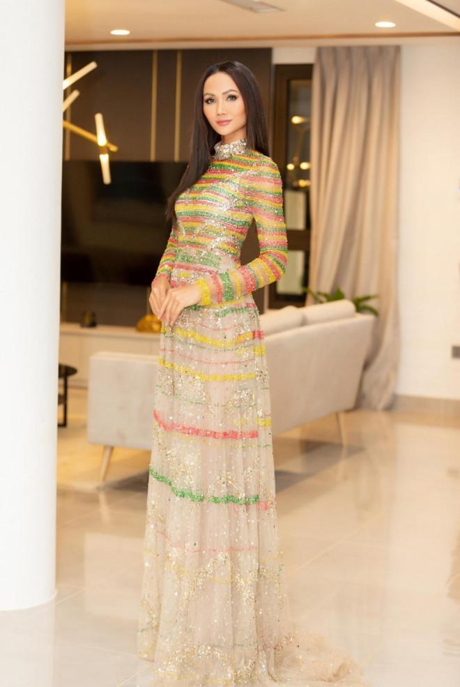 Lâu lắm Hoa hậu H'Hen Niê mới mặc áo dài đẹp thế này, nhưng tại sao vẫn bị trừ điểm? - 5