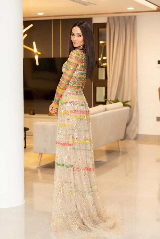Lâu lắm Hoa hậu H'Hen Niê mới mặc áo dài đẹp thế này, nhưng tại sao vẫn bị trừ điểm? - 3