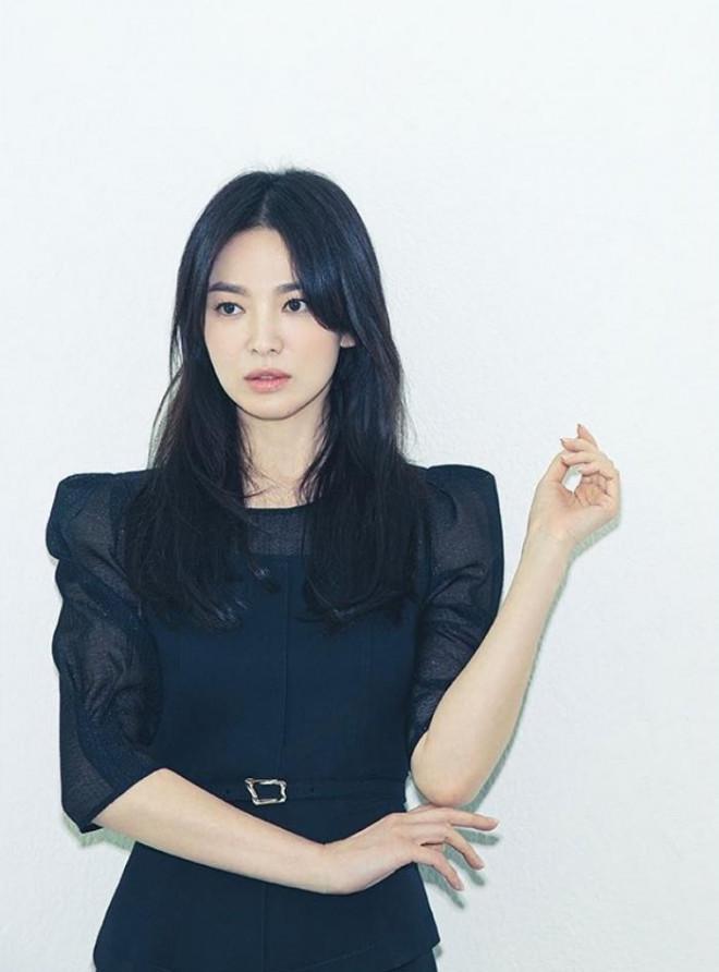 Song Hye Kyo cho thấy trang phục công sở không hề nhàm chán, biết mặc còn quý phái bất ngờ - 5
