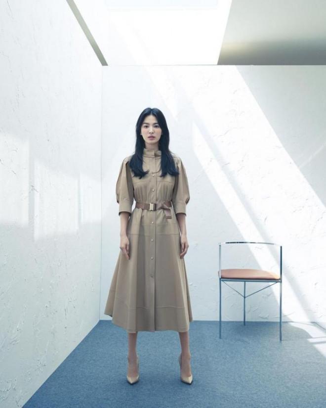 Song Hye Kyo cho thấy trang phục công sở không hề nhàm chán, biết mặc còn quý phái bất ngờ - 7