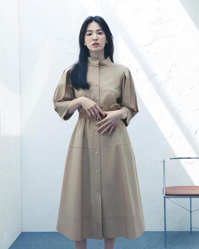 Song Hye Kyo cho thấy trang phục công sở không hề nhàm chán, biết mặc còn quý phái bất ngờ - 6