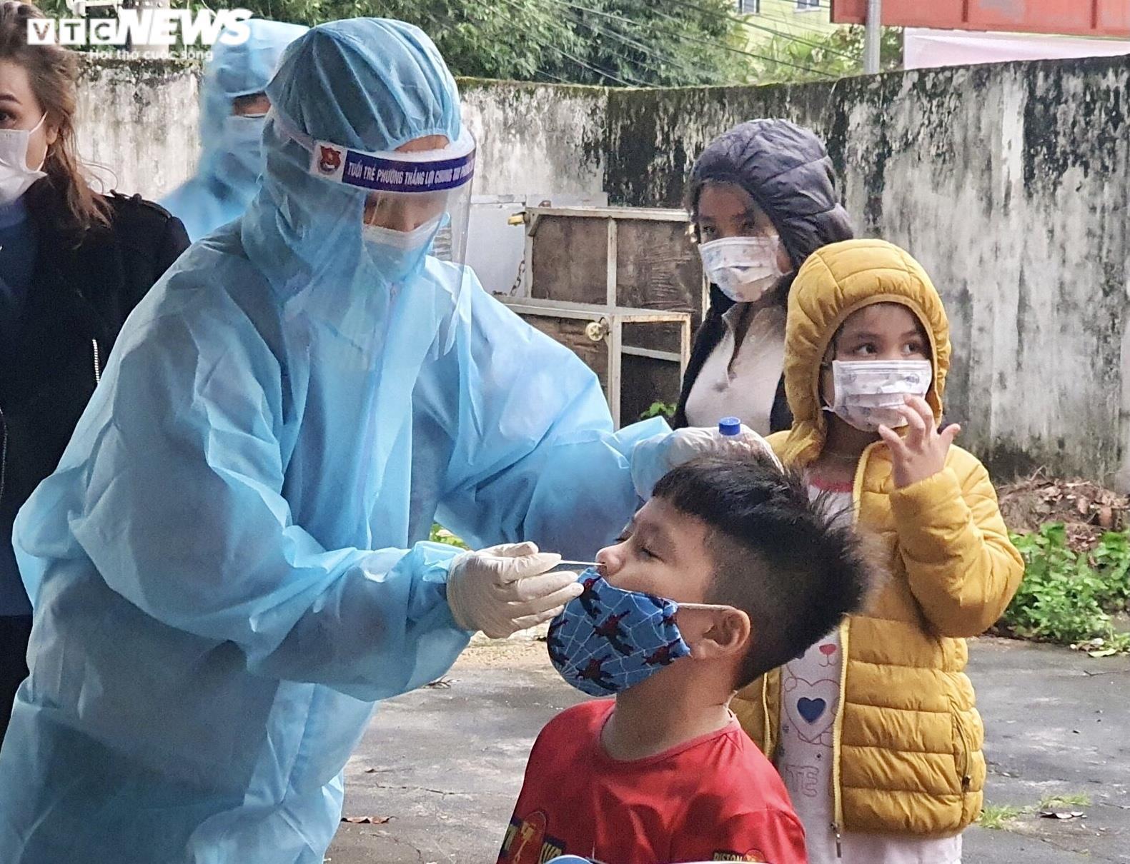 Ảnh: Lấy mẫu xét nghiệm 2.100 người, Gia Lai thêm 3 ca dương tính SARS-CoV-2 - 4