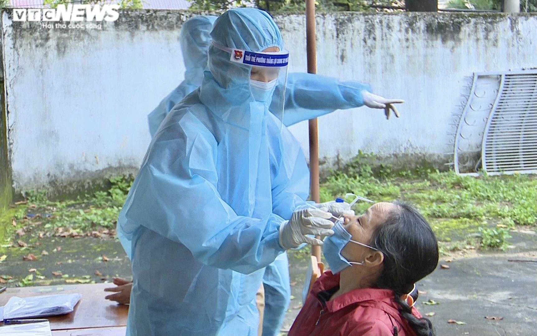 Ảnh: Lấy mẫu xét nghiệm 2.100 người, Gia Lai thêm 3 ca dương tính SARS-CoV-2 - 2
