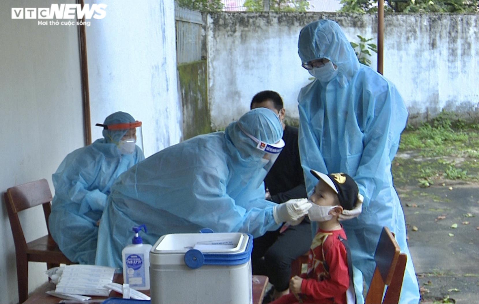 Ảnh: Lấy mẫu xét nghiệm 2.100 người, Gia Lai thêm 3 ca dương tính SARS-CoV-2 - 5