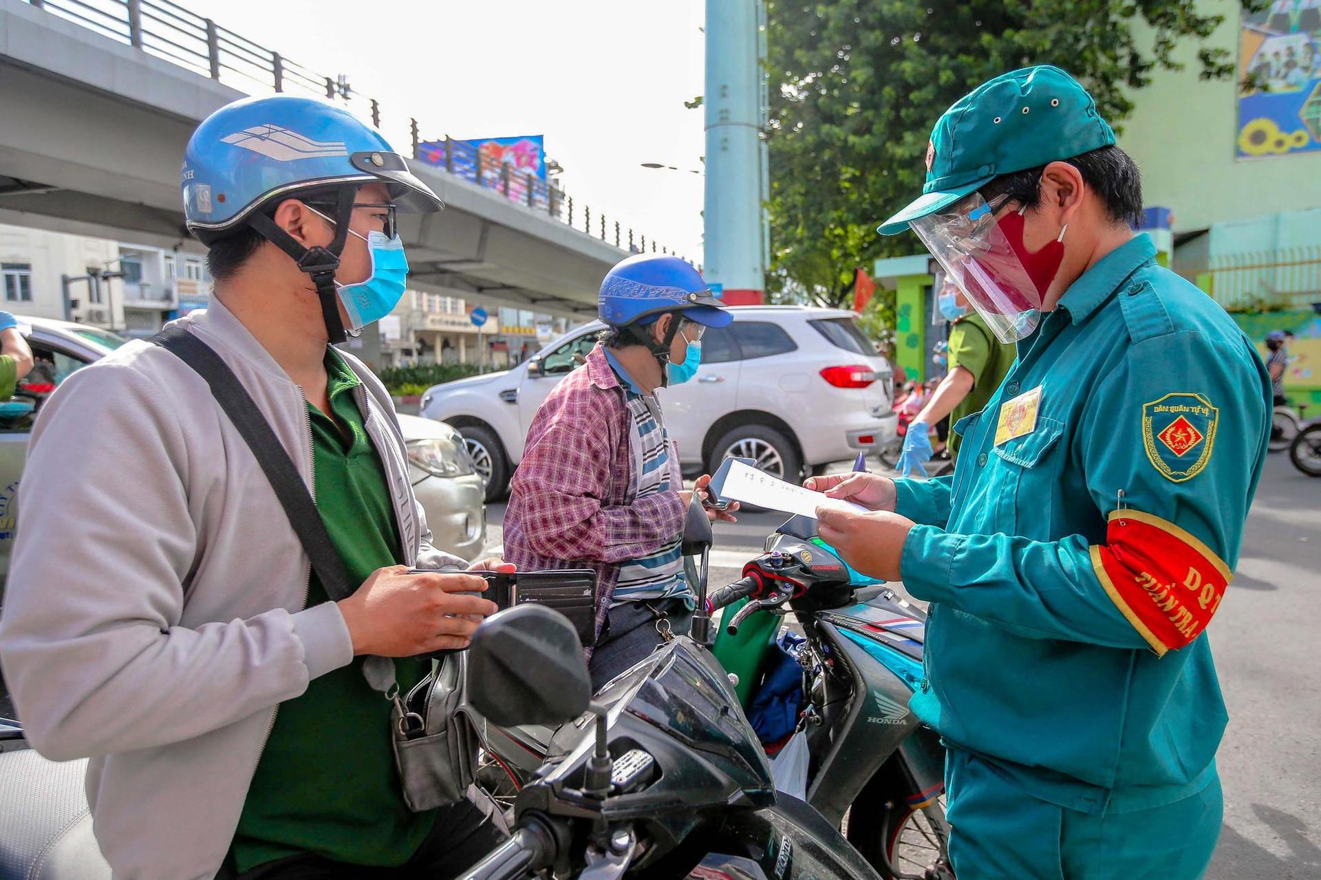 TP.HCM phạt gần 5.000 người ra đường không cần thiết, thu hơn 10,4 tỷ đồng - 1