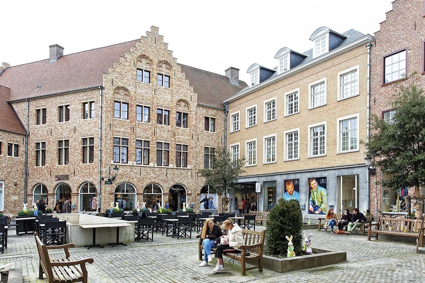 Một ngày khám phá thành phố đẹp nhất nước Bỉ - 10