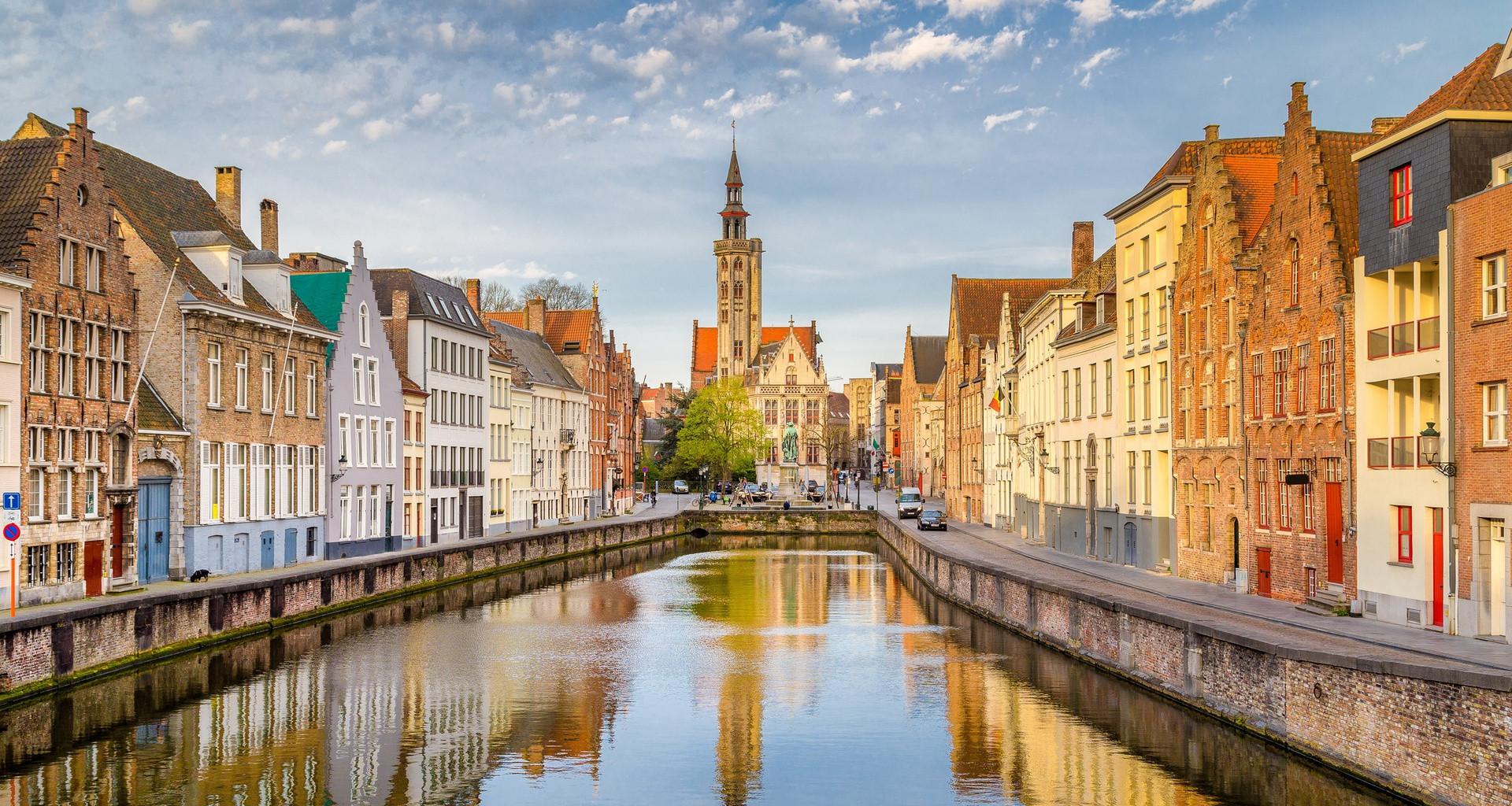 Một ngày khám phá thành phố đẹp nhất nước Bỉ - 1