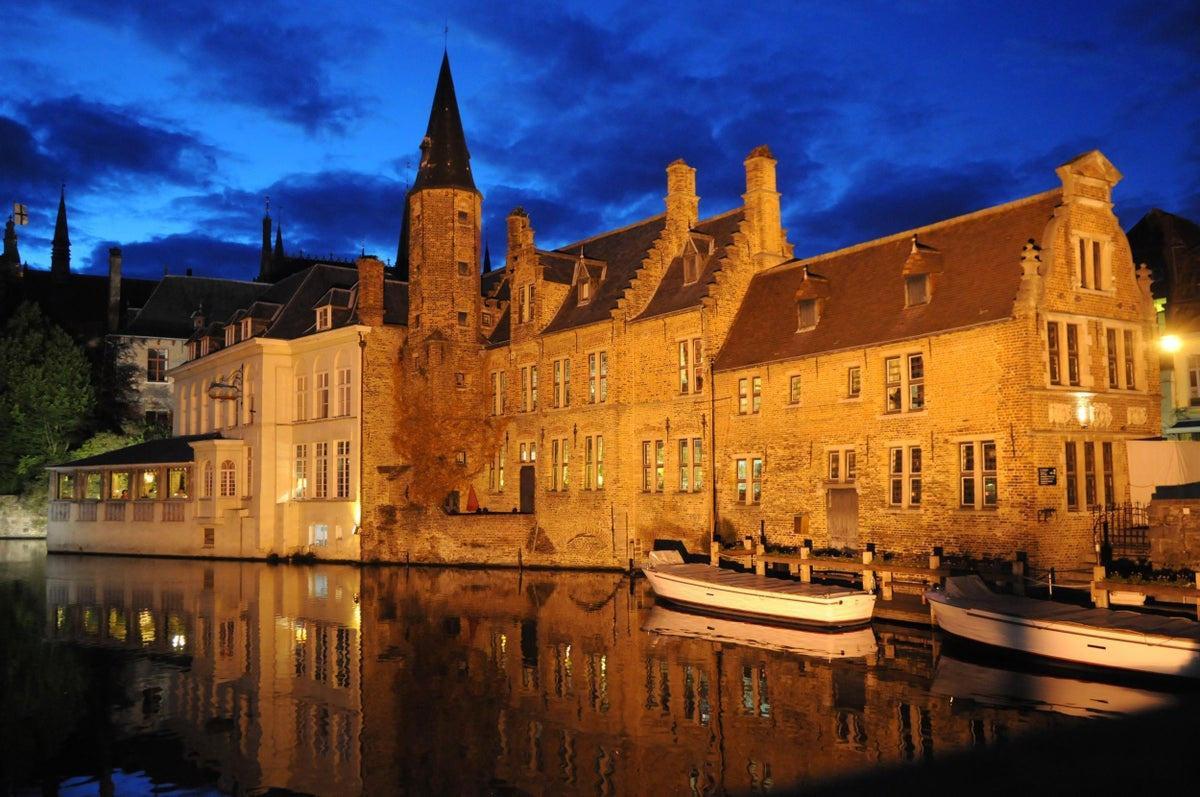 Một ngày khám phá thành phố đẹp nhất nước Bỉ - 2