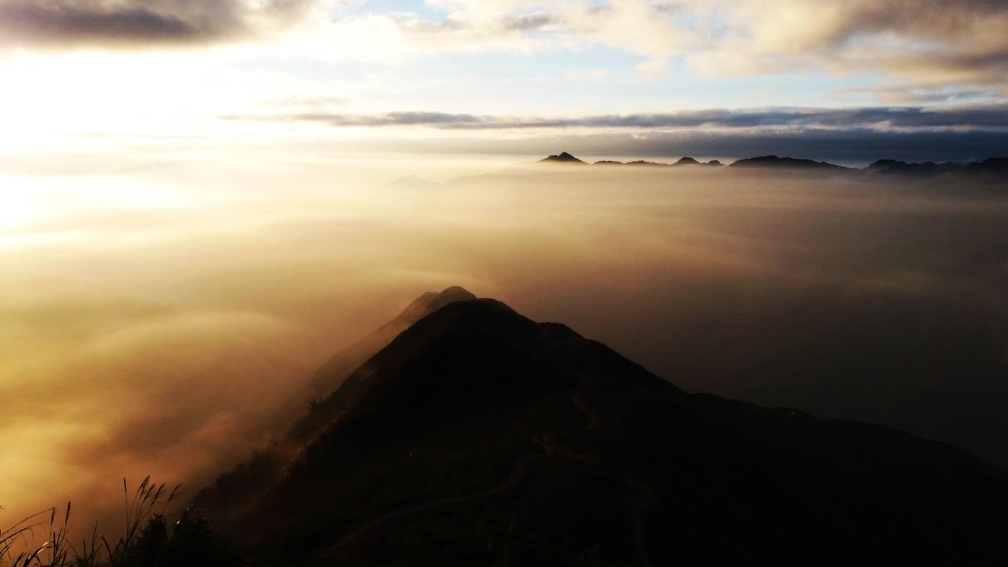 Đón bình minh giữa biển mây Tà Xùa - 8