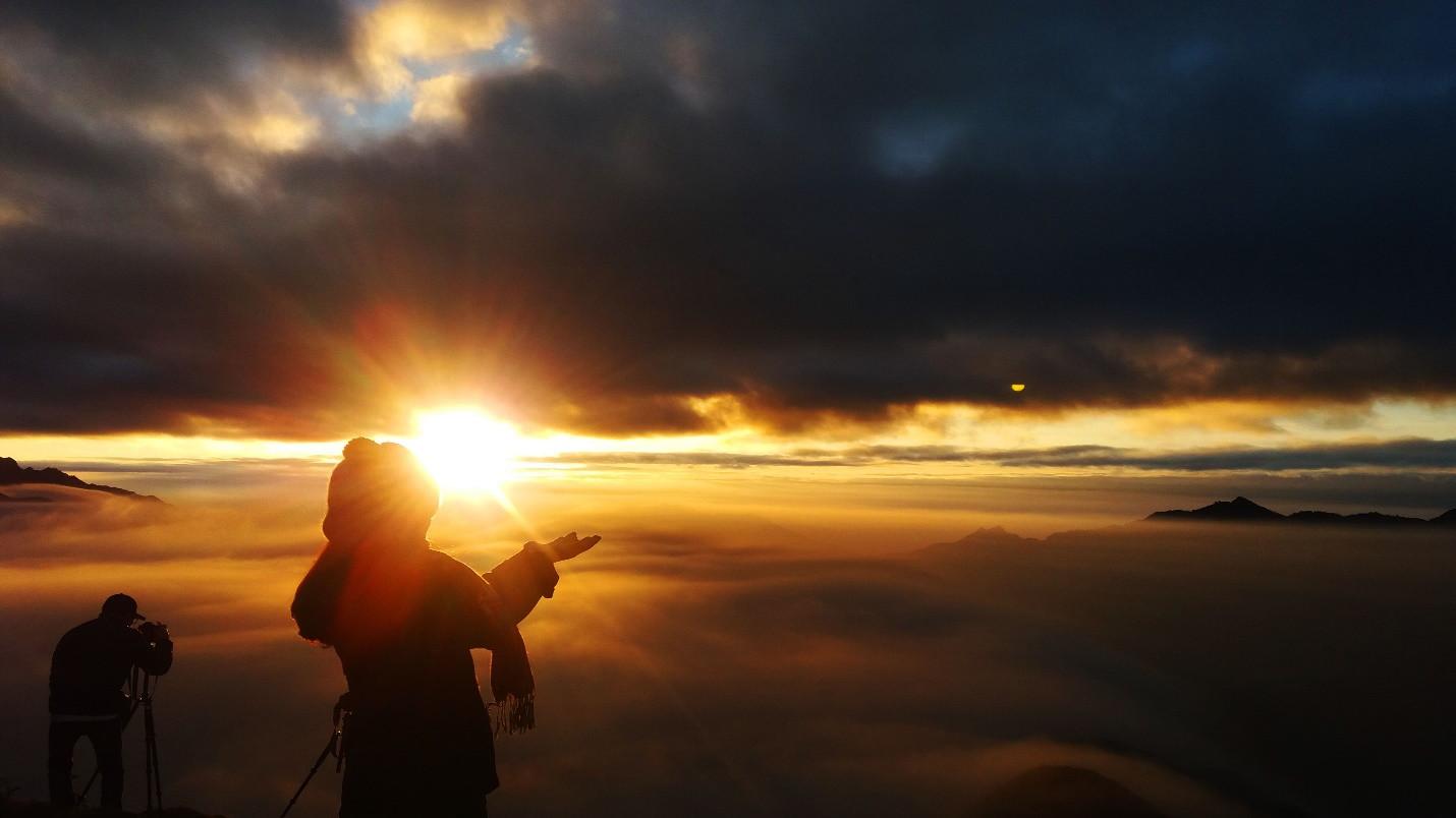 Đón bình minh giữa biển mây Tà Xùa - 7