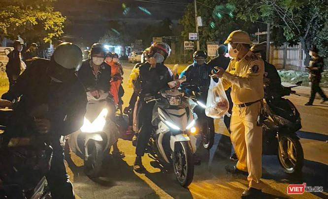 Ảnh: Hàng trăm người miền Trung rời TP HCM bằng xe máy ảnh 2
