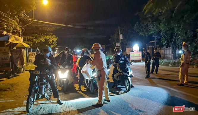 Ảnh: Hàng trăm người miền Trung rời TP HCM bằng xe máy ảnh 1