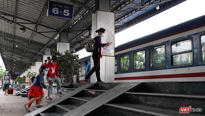 """""""Chuyến tàu lịch sử"""" đón công dân từ Sài Gòn thẳng về Hà Tĩnh ảnh 8"""