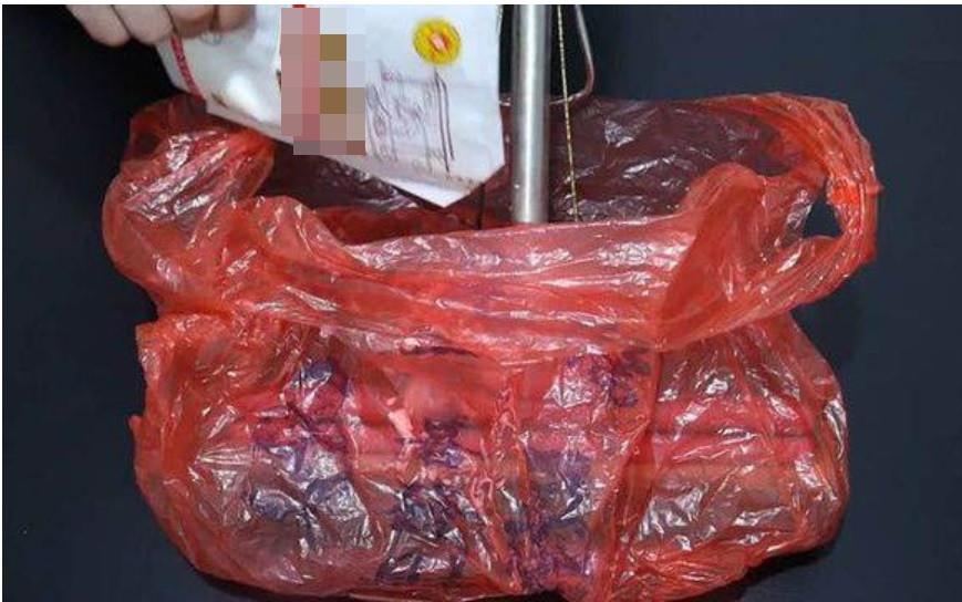 Cây lau nhà bị bẩn, có mùi sau thời gian dài sử dụng, chỉ cần một chiếc túi nilon là bạn có thể làm sạch ngay lập tức-3