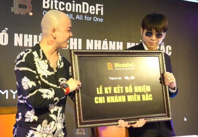 Thủ lĩnh đa cấp tiền số BitcoinDeFi bất ngờ mất sóng, DJ nổi tiếng xóa bài đăng quảng cáo - Ảnh 1.