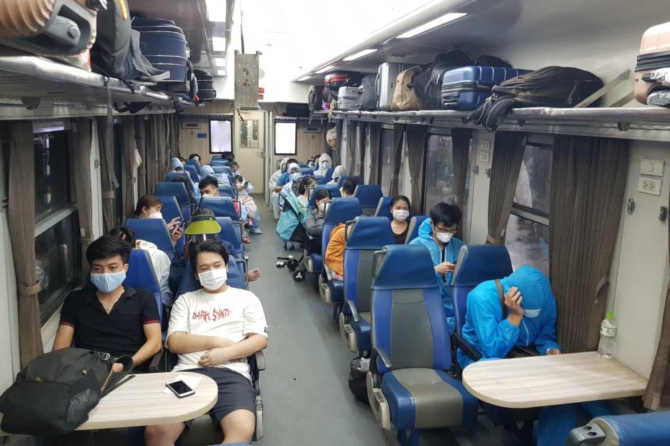 Thêm 2 tỉnh thuê tàu hỏa chuyên biệt đưa người từ TP.HCM về quê