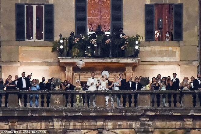 Ảnh cưới hoàng gia của cháu gái Công nương Diana và hôn phu hơn 32 tuổi-1
