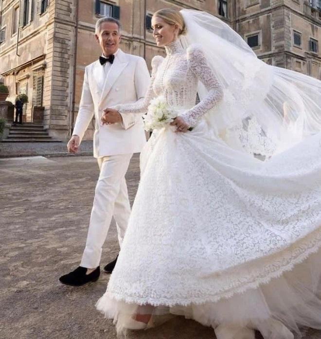 Ảnh cưới hoàng gia của cháu gái Công nương Diana và hôn phu hơn 32 tuổi-3